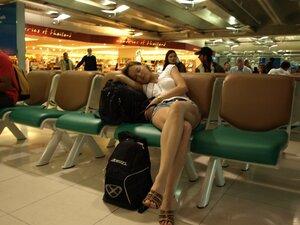 Мямлик, понятно, заснул в аэропорту Бангкока.