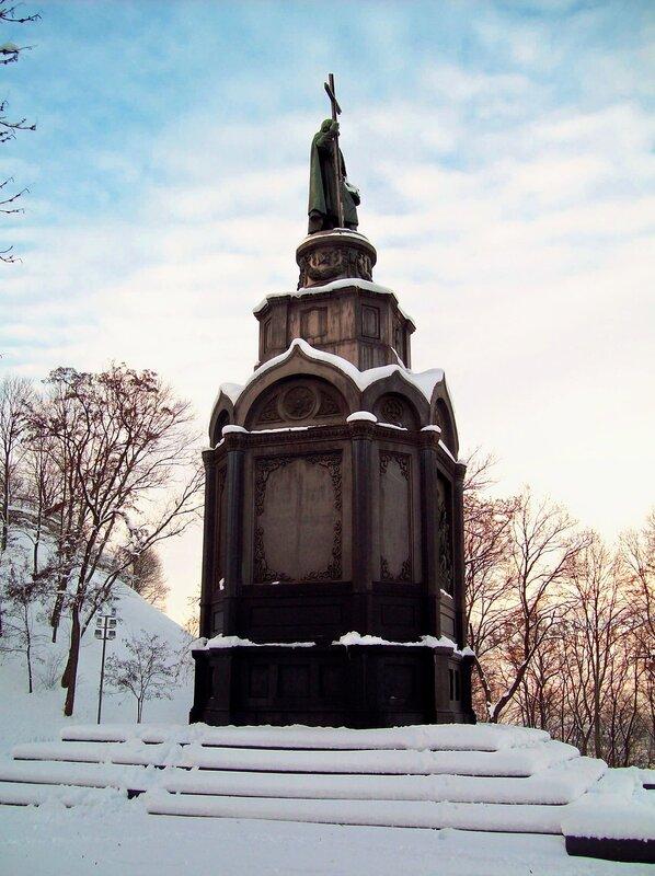 Памятник Владимиру зимой