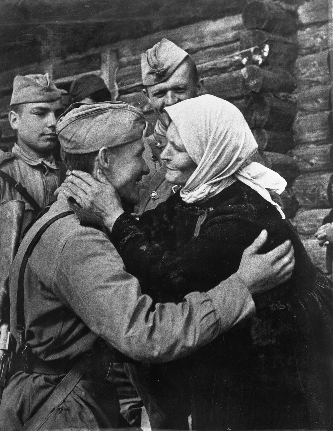 Фото мама с сыном солдатом 5 фотография