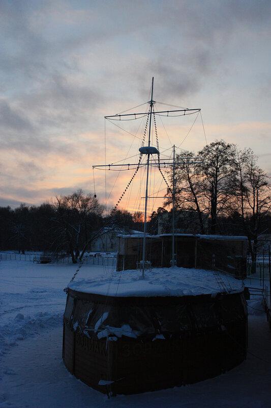 Корабль на зимней стоянке