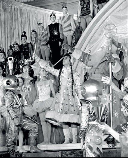 1960. Космонавты и водолазы на Кремлевской елке.