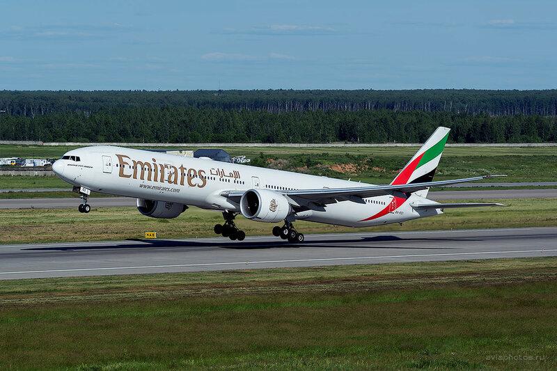 Boeing 777-31H/ER (A6-ECI) Emirates D808795b