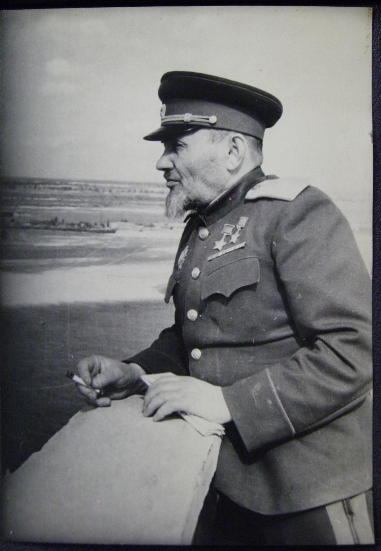 1 Сидор Артемьевич Ковпак (1887 — 1967) — командир Путивльского партизанского отряда (позднее — 1-й Украинской партизанской дивизии), генерал-майор. Дважды Герой Советского Союза.jpg