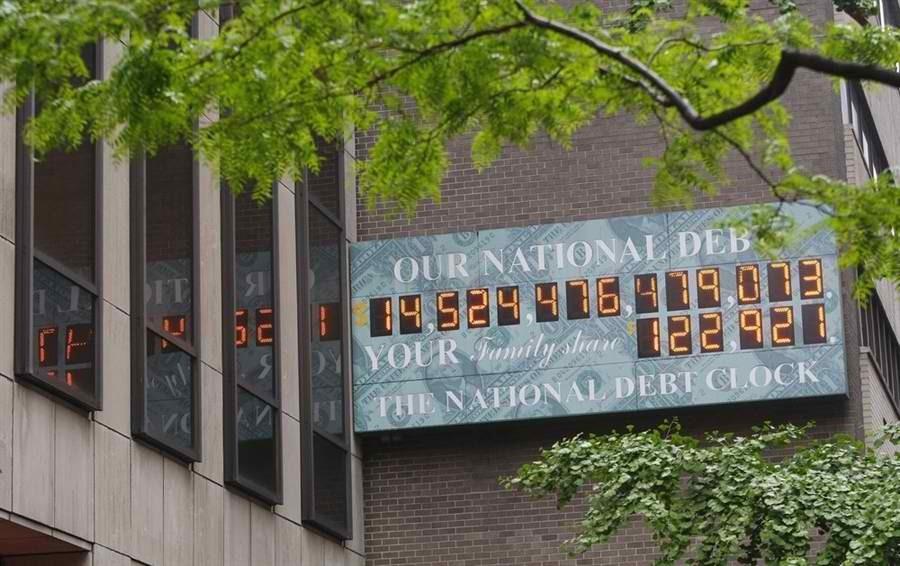 Альфа-банк снизил процентные ставки покредитам наличными до18,99%