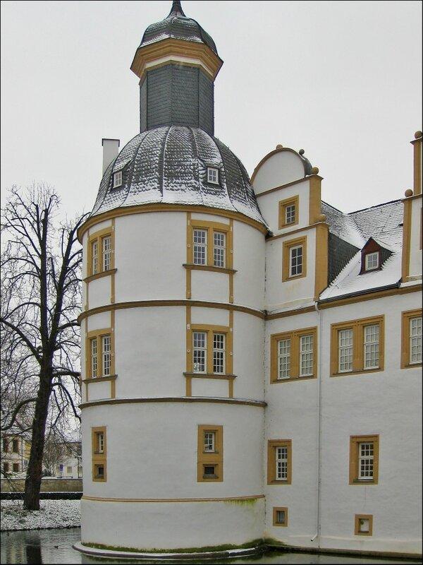 Угловая башня в замке Нойхауз