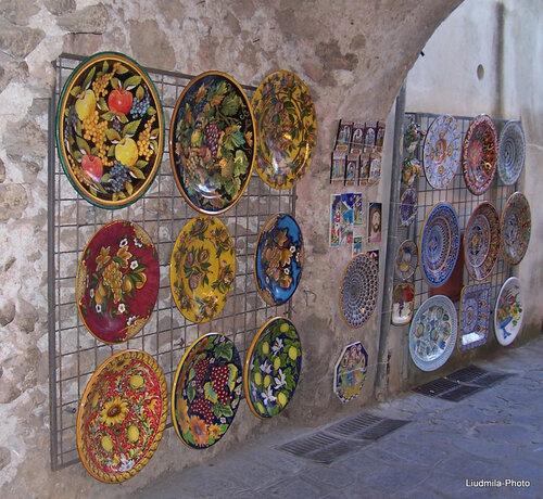 Керамические изделия типичные для Амальфитанского побережья (керамика Вьетри)