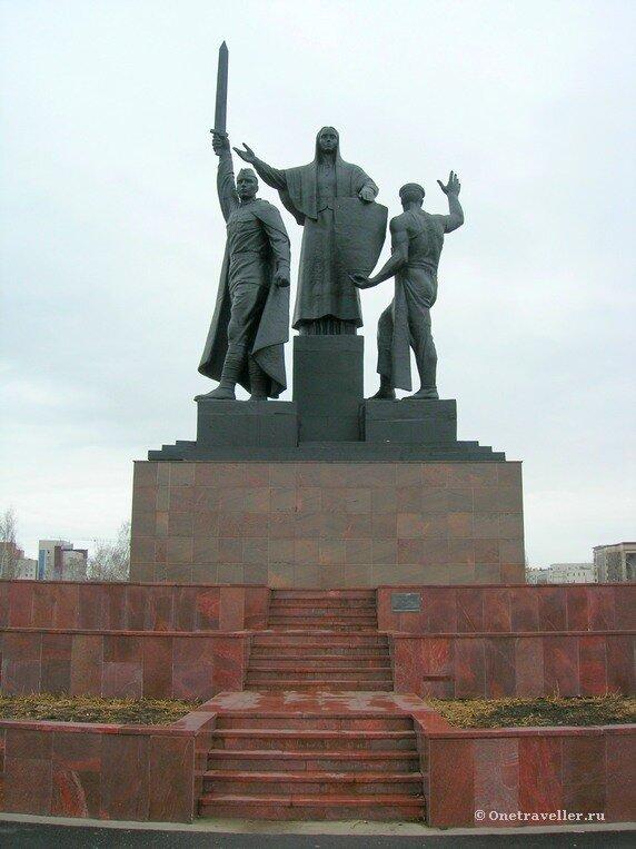 Пермь. Монумент Героям фронта и тыла на городской эспланаде (1985 г.)