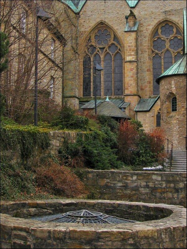 Кафедральный собор Падерборна, истоки реки Падер