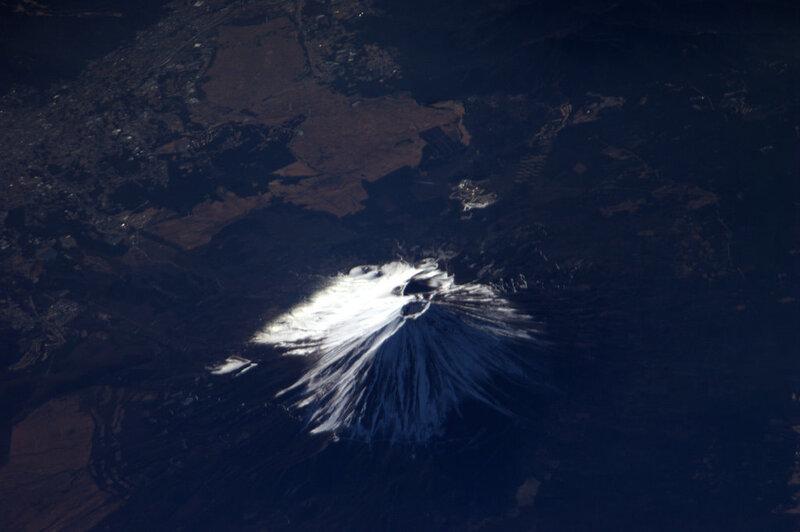 Гора Фудзи, Япония. М. 3776 Самая высокая гора в Японии.