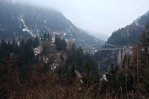 Мост через ущелье Paznauntal