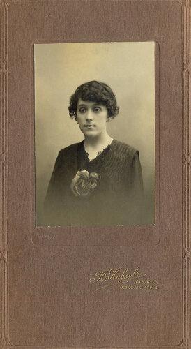 Ольга Алексеевна Конская (Горская) - мать Григория Конского. 1906 год (17 лет).