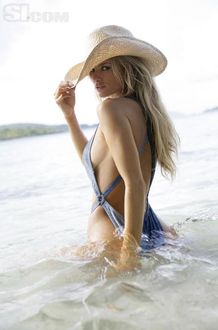 Фото моделей в купальнике: