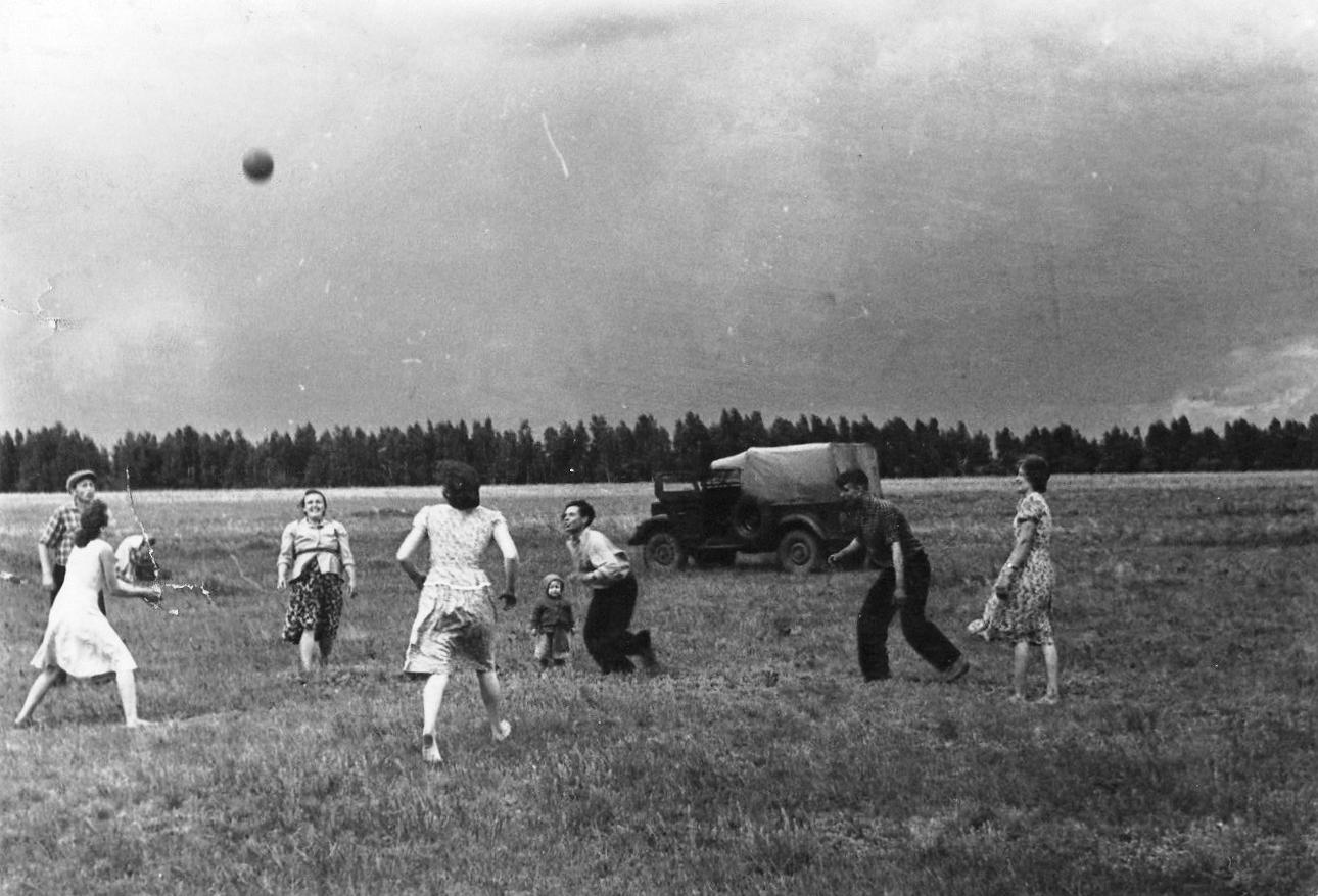 1960-е. Казахстан, Павлодарская обл. На отдыхе, слева Варвара, Иван Гетман