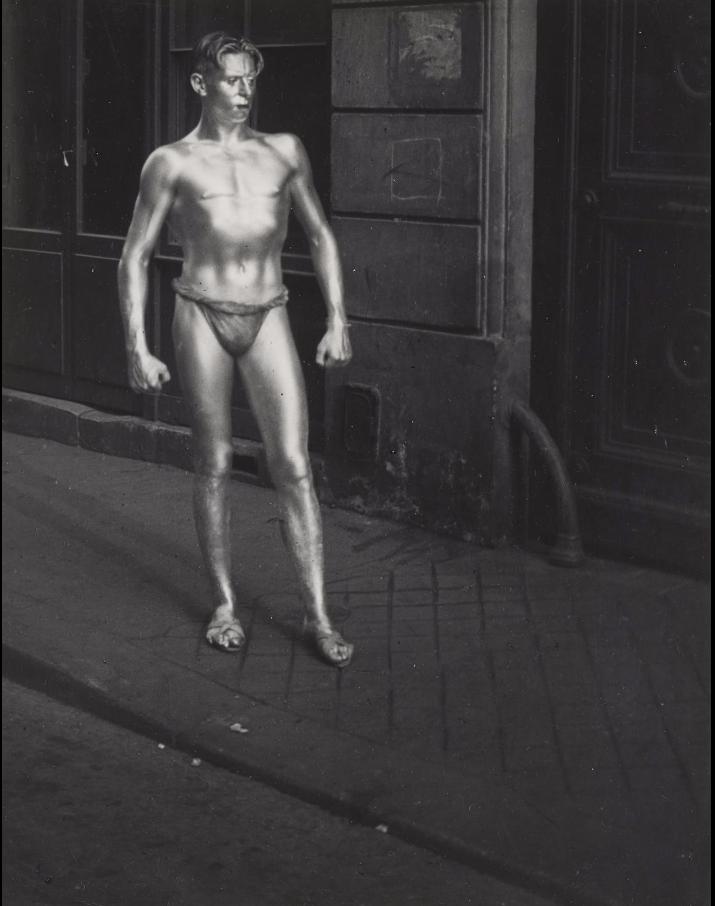 1931. Ежегодный «Бал четырех искусств». Позолоченный Воин. Париж