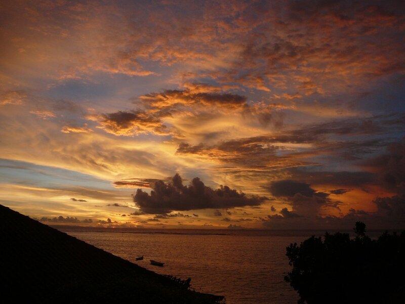 Закат на острове Лембонган
