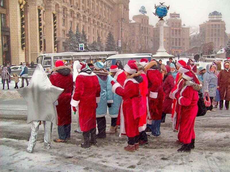 Парад Дедов Морозов по Крещатику