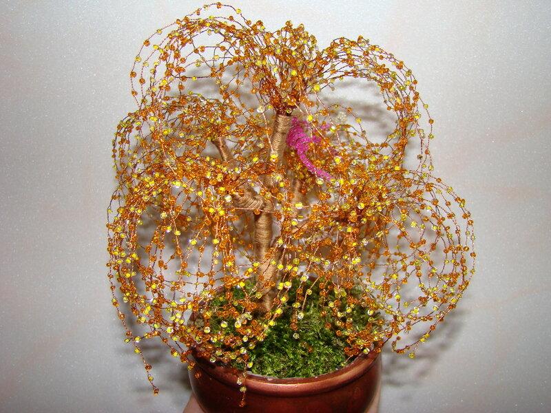 Деревья и цветы из бисера - изящные, нежные и невероятно красивые.