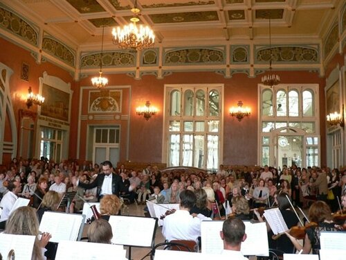 Так выглядит зал, где хор ЛЭТИ выступает в марте 2010г.