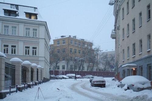 8/1/2010. Хитровка. Снос дома 11а строение 1 по Подколокольному переулку. Хитровская площадь.