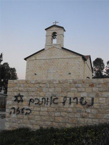 Надругательство над православными храмами продолжается