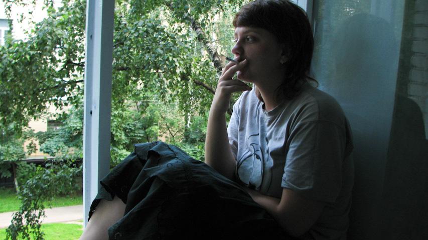 девушка, окно, лето, курит