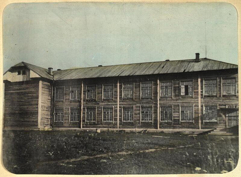 Школа в поселке белка Парабельсмкой комендатуры