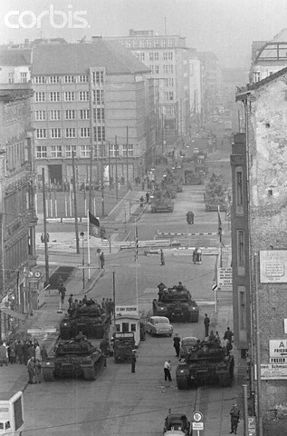 berlin crisis of 1961 from perspective F or 16 hours from the 27 to 28 october 1961, us and soviet tanks faced each other in divided berlin and the two superpowers came closer to kicking off a third world war than in any other cold-war confrontation, bar the cuban missile crisis a year later.