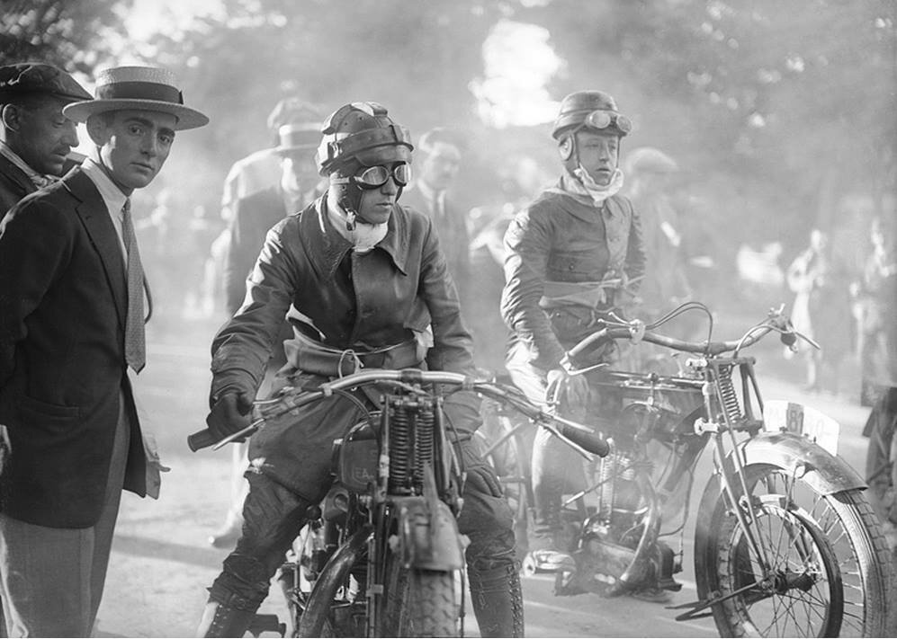 12 hours race, 1926, by Luis Ramon Marin.jpg