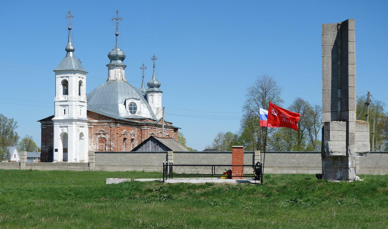 ВОВ и Троицкий храм в селе Красное
