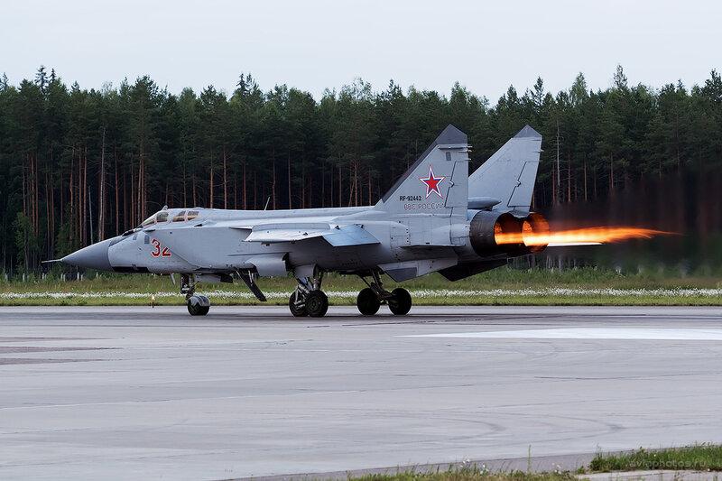 Микоян-Гуревич МиГ-31БМ (RF-92442 / 32 красный) D806795e