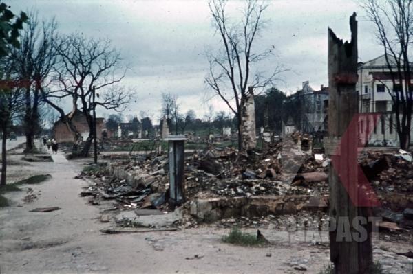 stock-photo-destroyed-buildings-in-minsk-belarus-russia-1941-11256.jpg