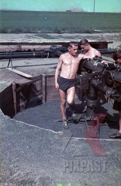stock-photo-german-luftwaffe-flak-obervation-viewer-bunker-naked-topless-russia-1941-3-flak-abt-701--8037.jpg