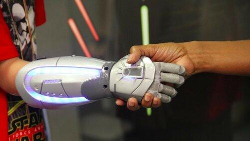 Бионические руки, похожие на руки супергероев