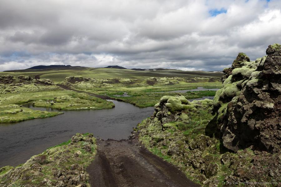 14. Чёрные берега Рейнисфьяра и кратеры вулкана Лаки.