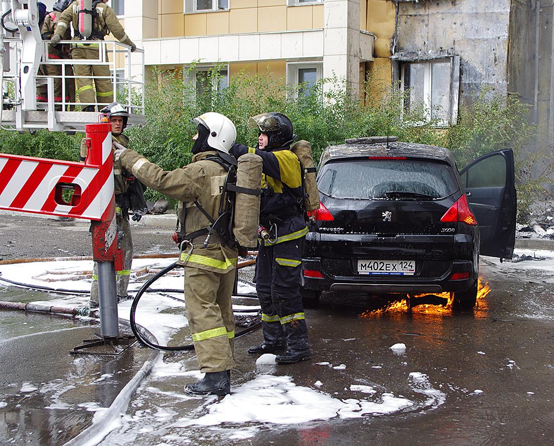 Пожарные работают спокойно