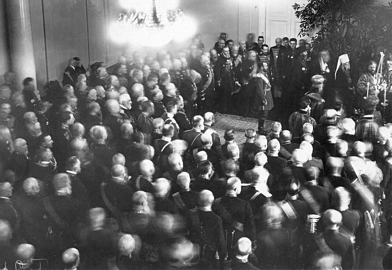 08. Император Николай II с группой сенаторов на молебне в церкви святого князя Александра Невского при правительствующем Сенате. 1914