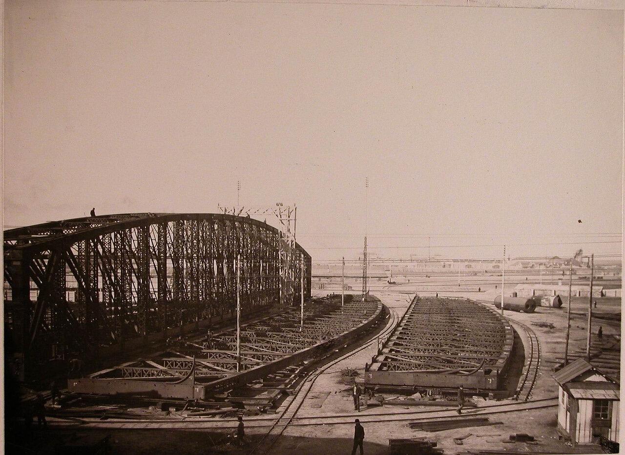 12. Вид металлических конструкций двух-пролетного моста, изготовленных в мастерских общества и предназначенных для забайкальской железной дороги