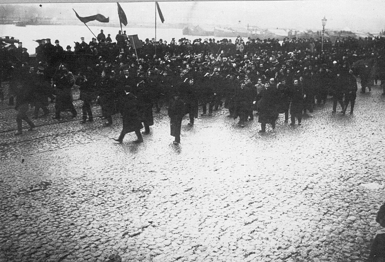 14. Манифестация протеста студентов на набережной Невы
