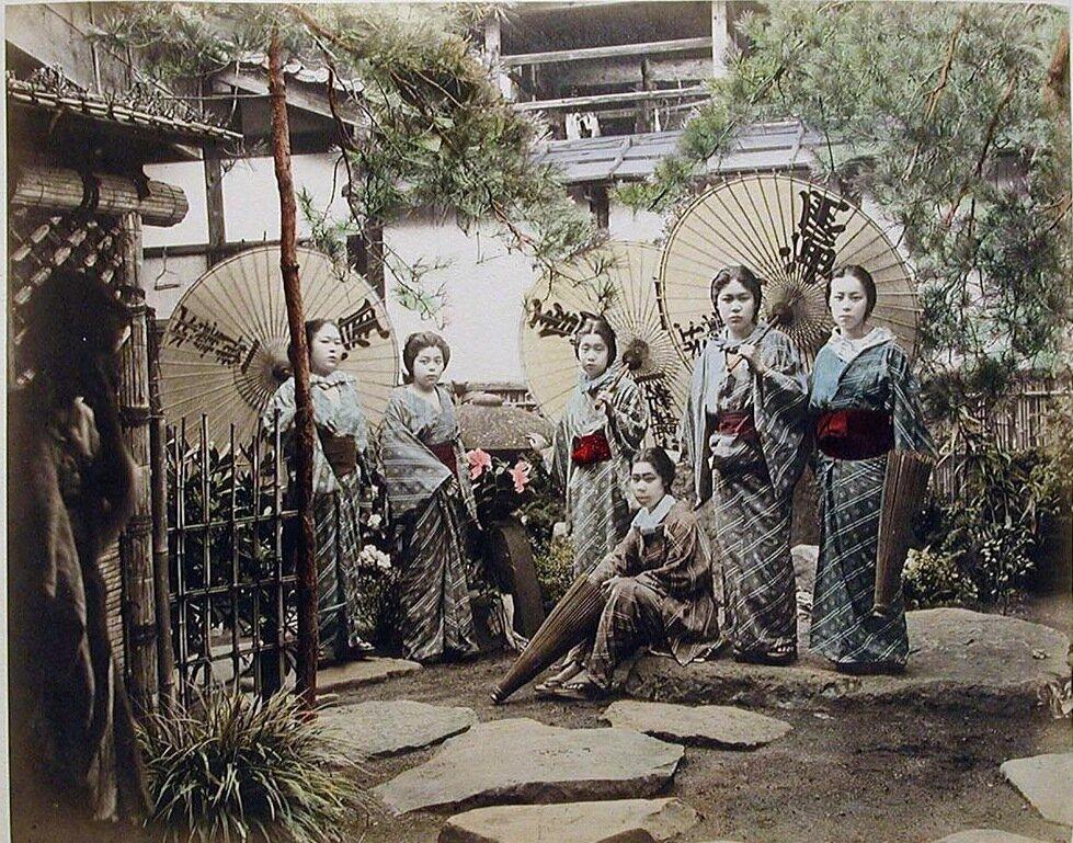 Девушки из Чайного домика