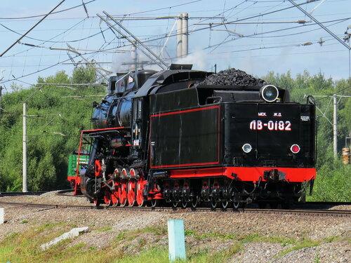 паровоз ЛВ-0182 _620
