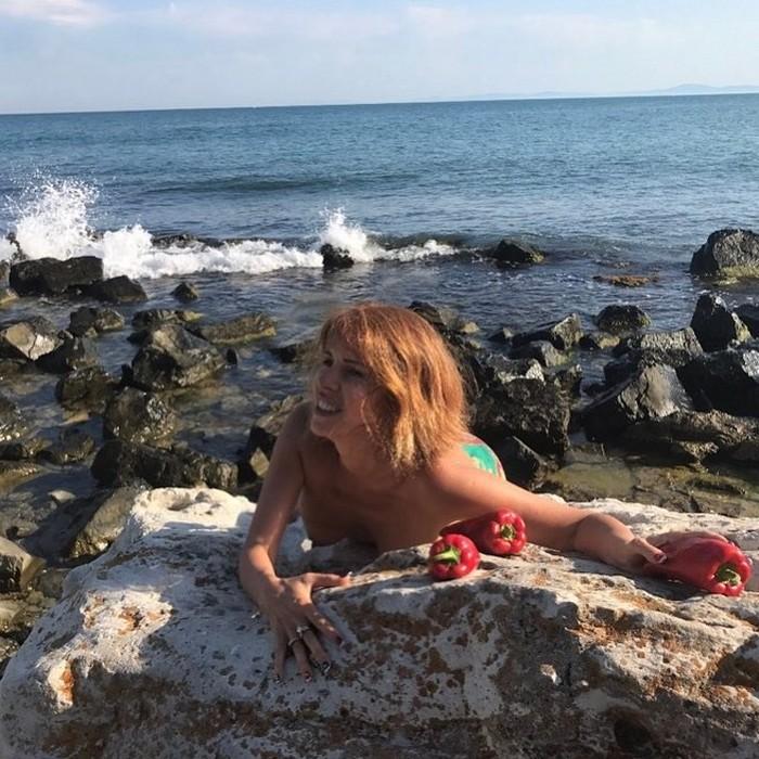 51-летняя Наталья Штурм полностью обнажилась на отдыхе