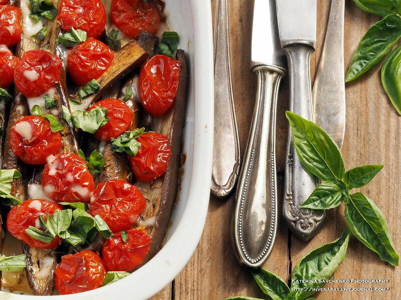Eggpans with tomatos