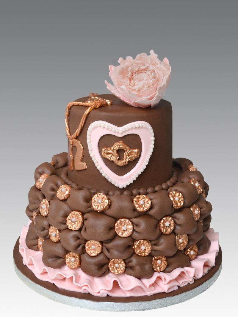 Красивый торт Коричнево-розовый с розой и сердечком.  Международный день торта! открытки фото рисунки картинки поздравления