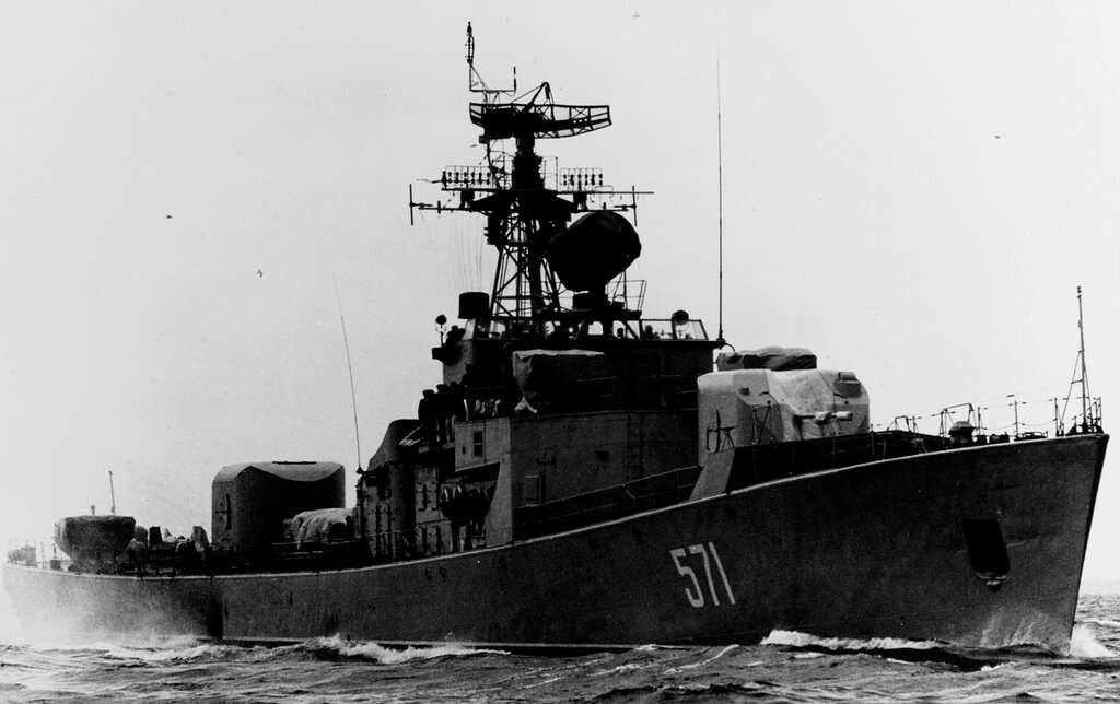Petya-class ocean escort in the Baltic Sea. Soviet ship photographed at sea during mid-1962. Ship is wearing pennant number 571.