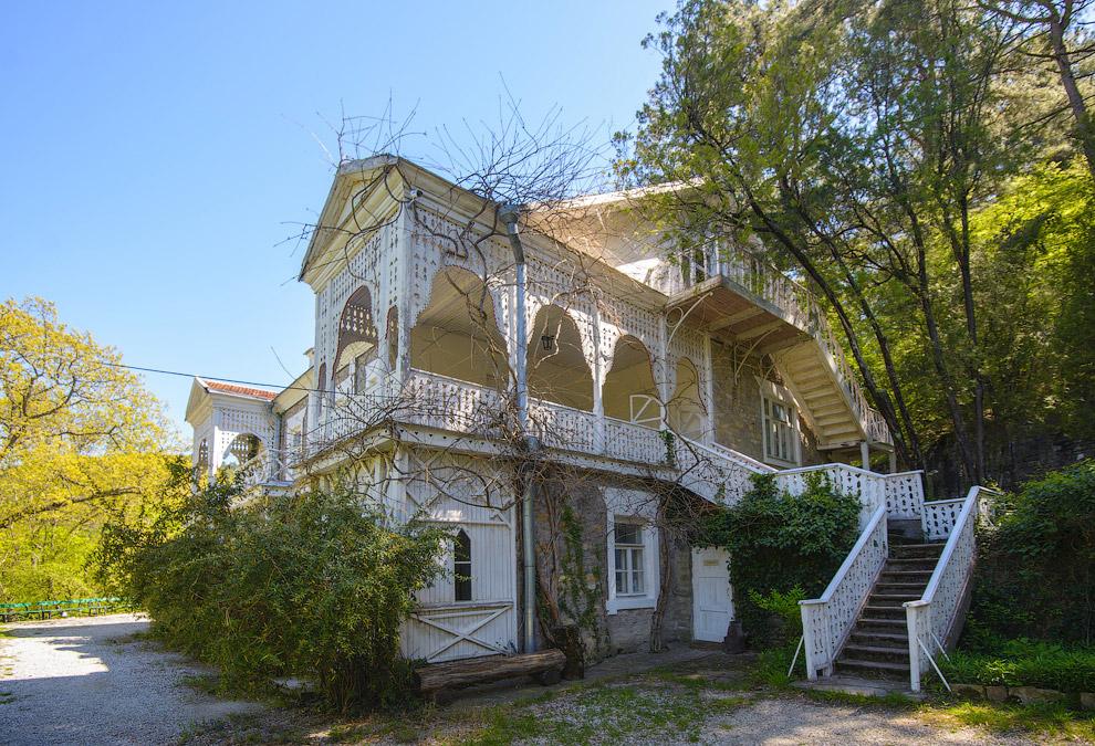 40. Усадьба была построена в 1901—1902 гг. по чертежам и рисункам писателя.