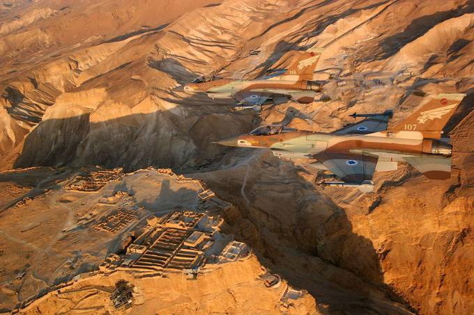 Махтеш Рамон Каково это — стоять на краю самого большого эрозийного кратера в мире? Махтеш Рамон — г