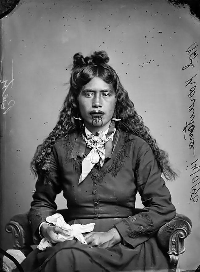 Для людей из племени маори татуировка означала обряд посвящения, поэтому она была очень почитаема и