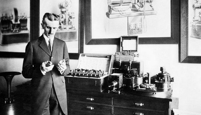 Никола Тесла работал над мобильной связью. Когда Тесла пытался «выбить» финансирование в банке JP Mo