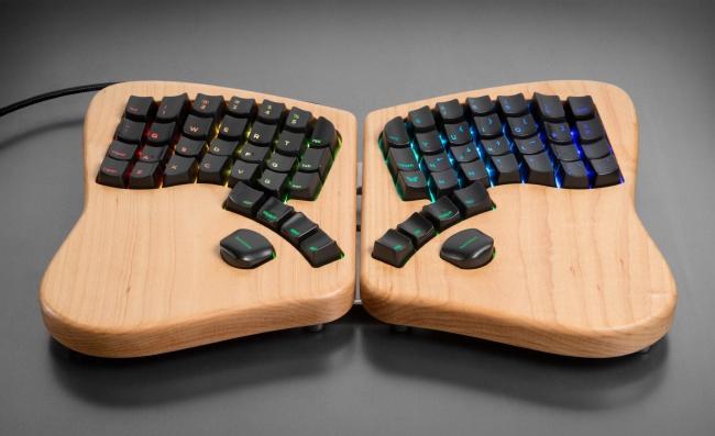 © keyboardio  Keyboardio — модернизированный вариант привычной нам клавиатуры. Засчет необыч