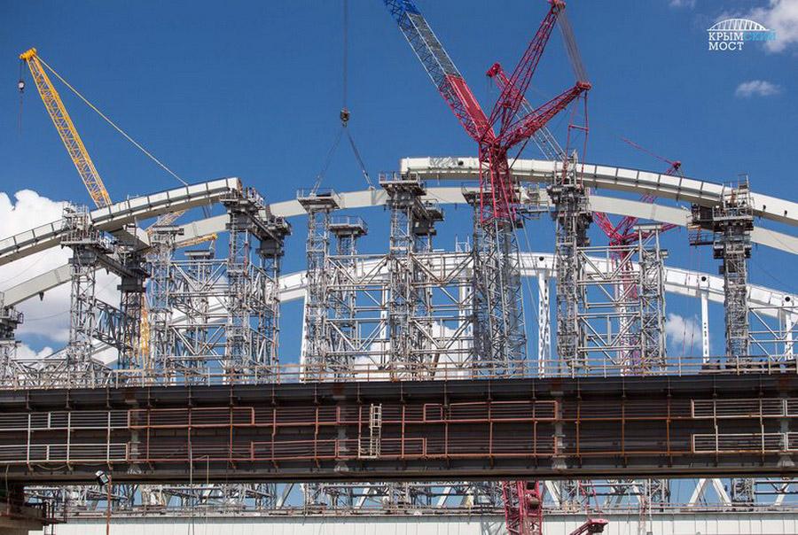 10. На портале «Крымский мост» можно посмотреть 3D-визуализацию с действующим автомобильным и ж